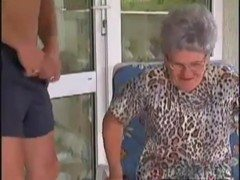 Comendo a avó safada