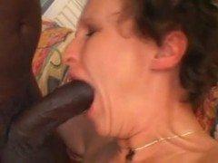 Velha fazendo anal