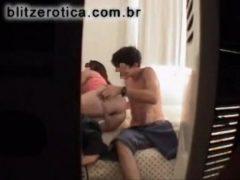 Filmou escondido comendo a empregada