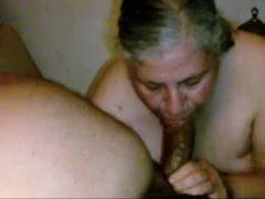 Velha mamando a piroca preta